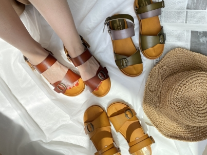Sandals [MARE MARE] which are not worn-out
